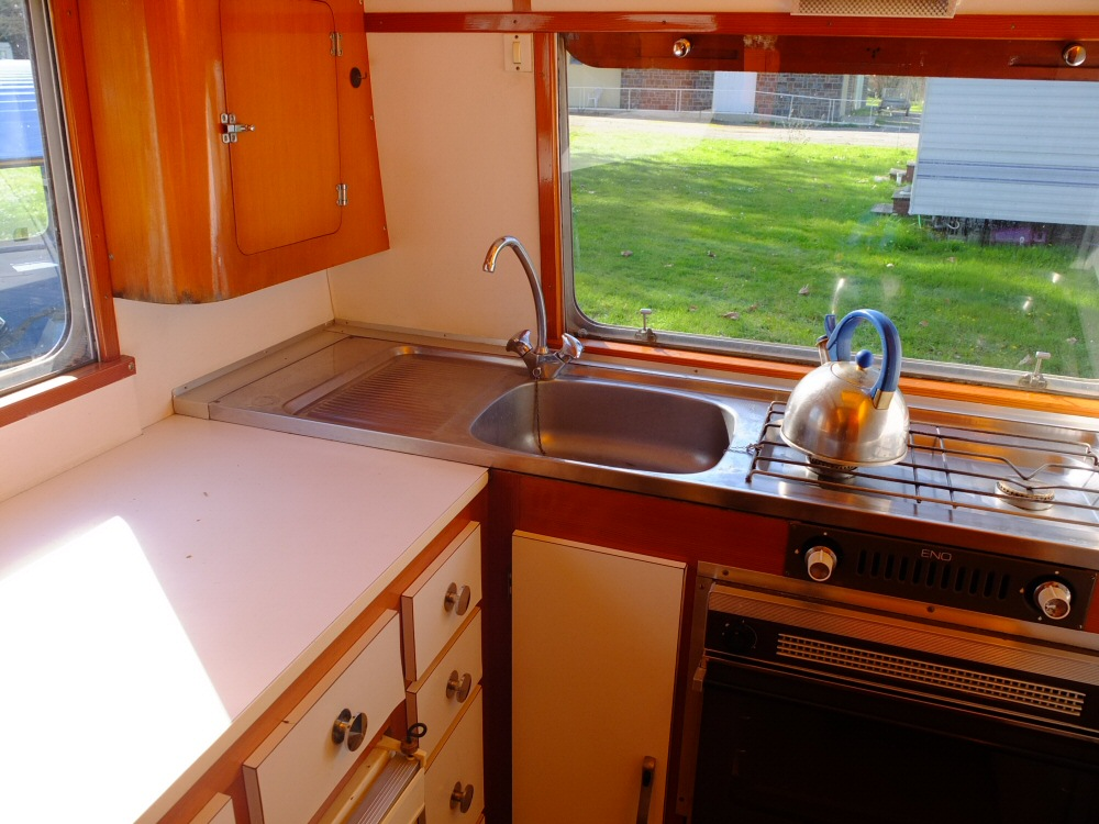 caravane classique. Black Bedroom Furniture Sets. Home Design Ideas
